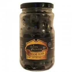Die türkische Schwarze Olivensorte Trilye (Gemlik) geölt mit Stein stammen aus der Türkei/ Akhisar.